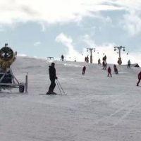 Tunurile de zapada de la Straja, pornite din nou. Partiile au fost imbracate in alb, datorita temperaturilor scazute
