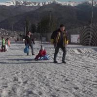 Vreme bună și reduceri la munte. Cât costă o noapte de cazare și închirierea unui echipament de schi